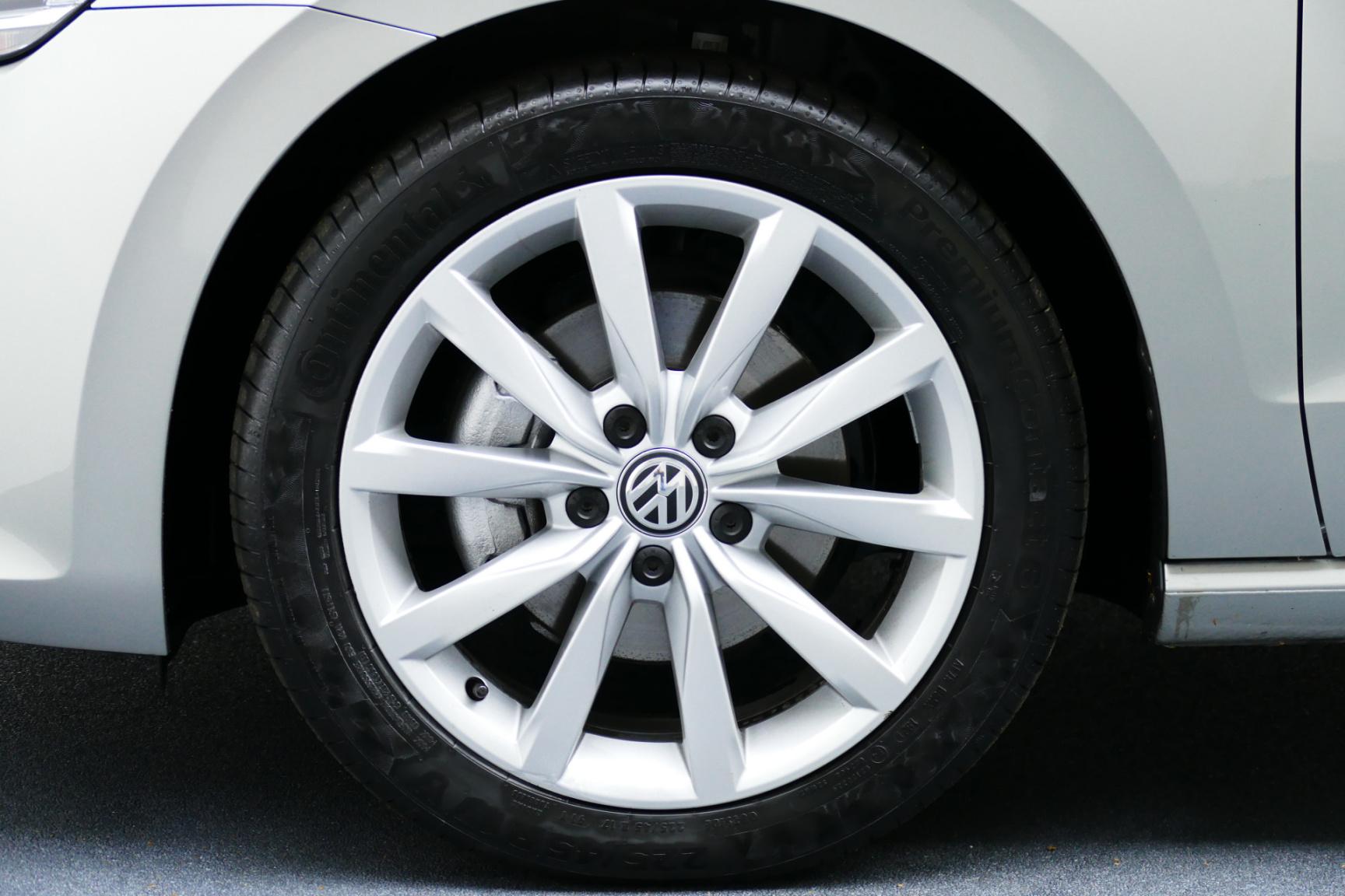Volkswagen-Golf Sportsvan-12
