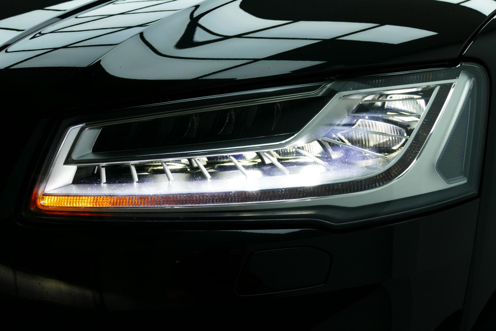 Audi-S8-47