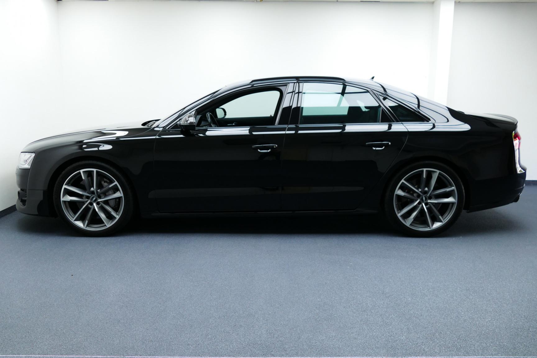 Audi-S8-11