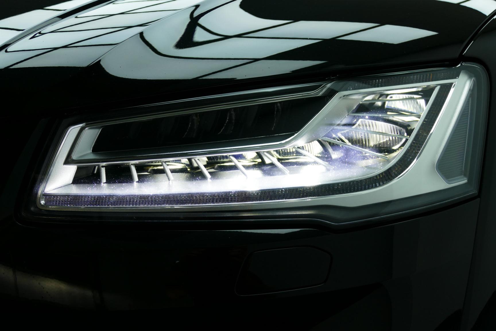 Audi-S8-46