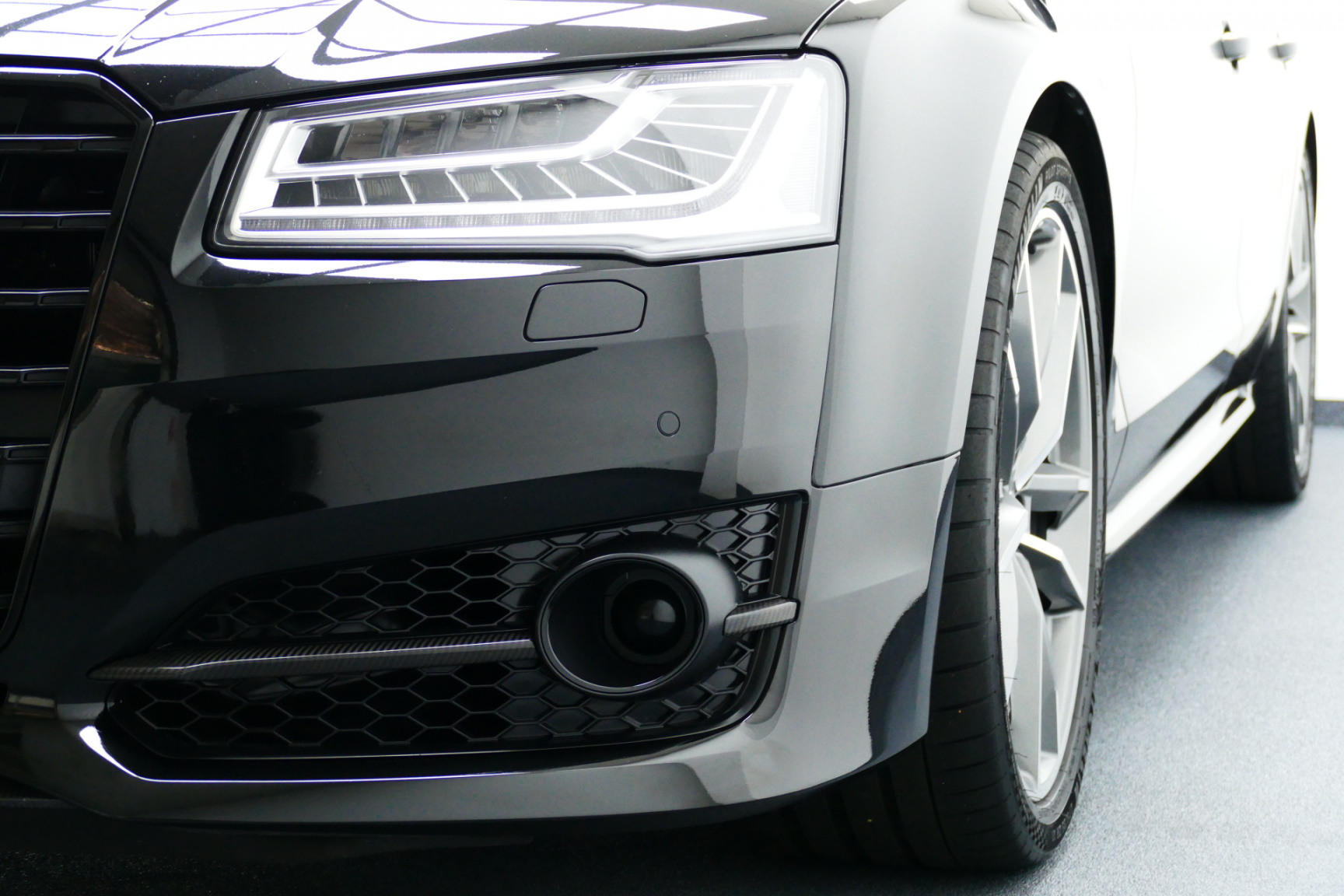 Audi-S8-29