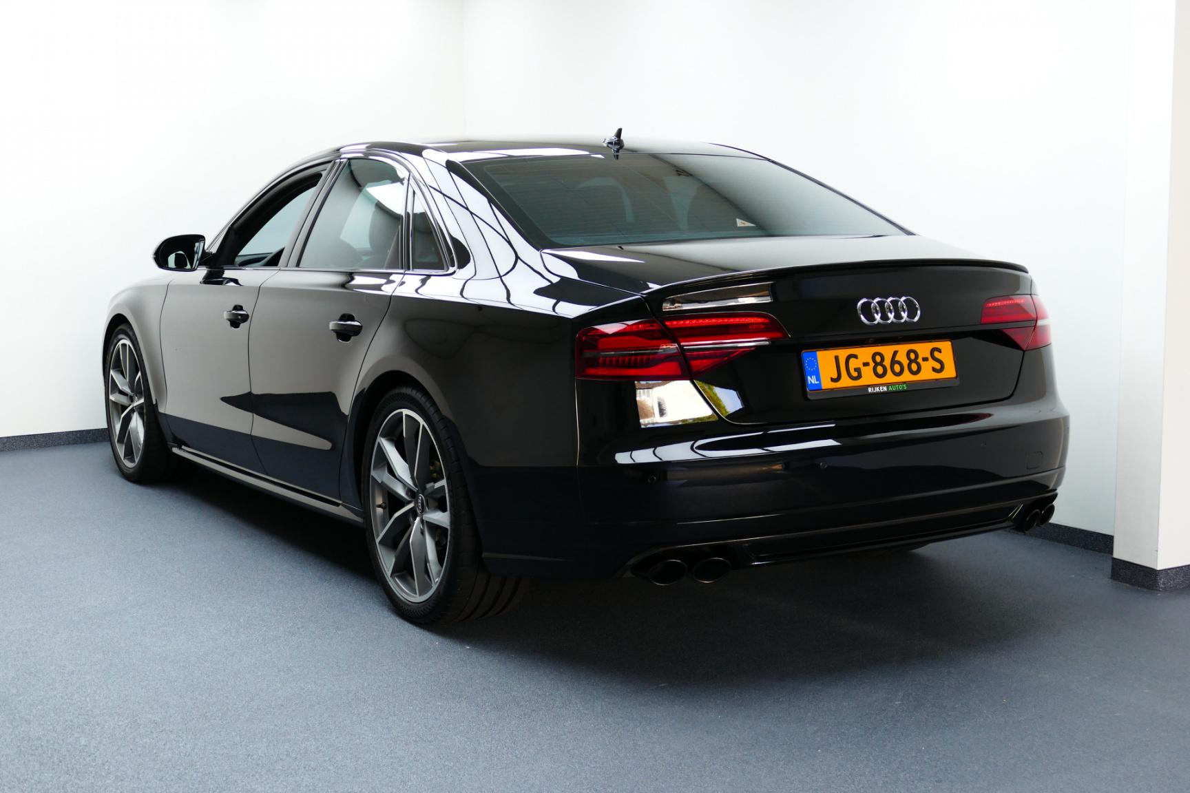 Audi-S8-5