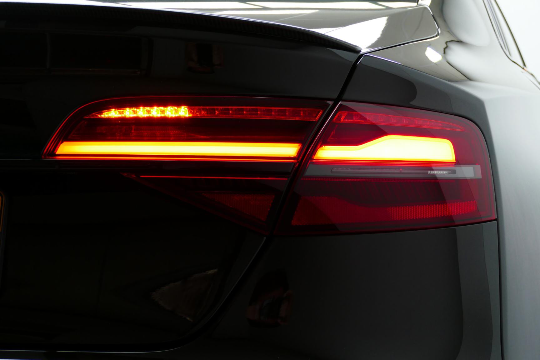 Audi-S8-50