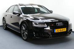 Audi-S8-0