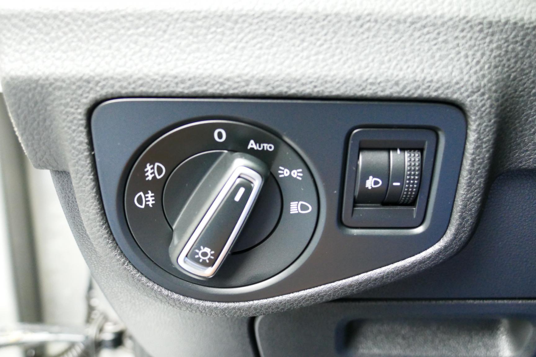 Volkswagen-Golf Sportsvan-28