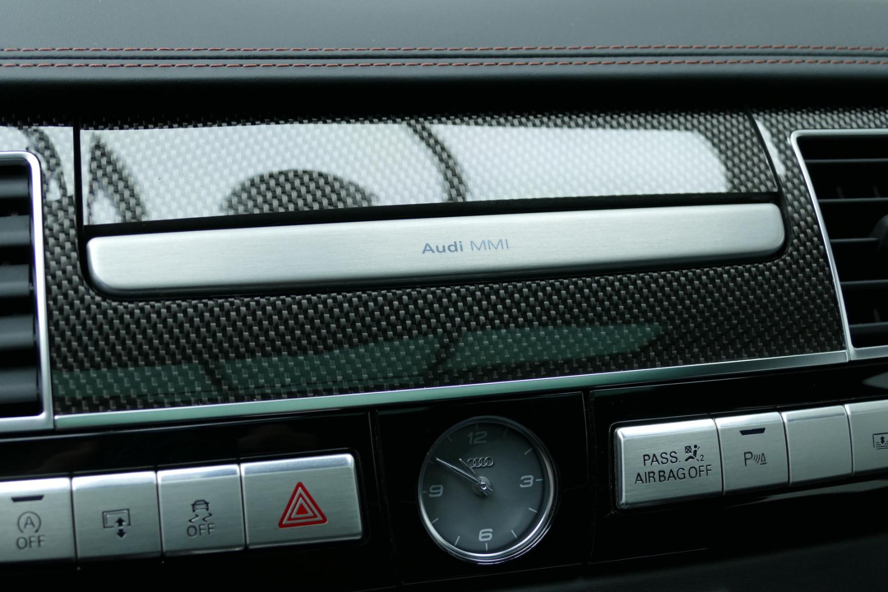 Audi-S8-38