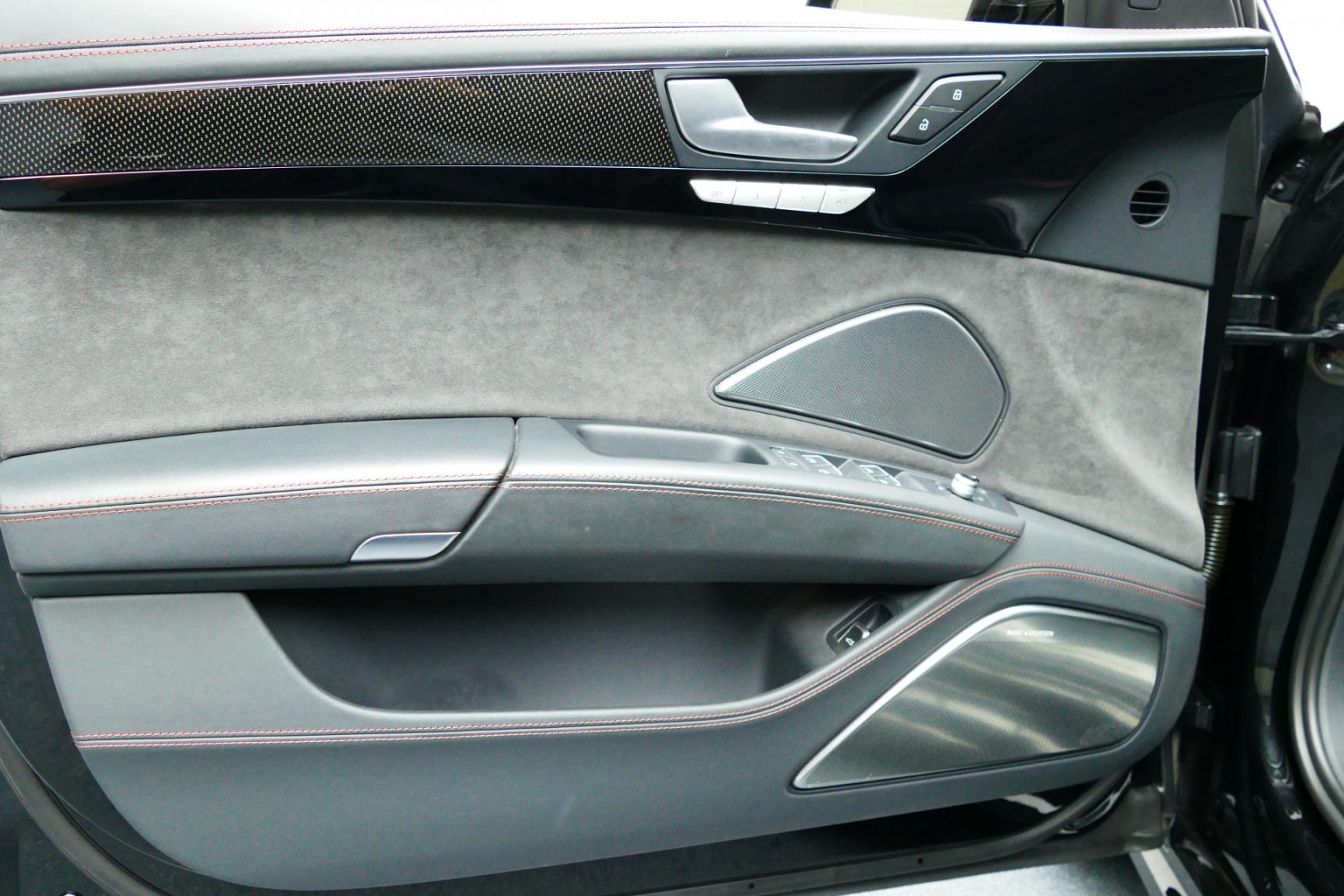 Audi-S8-21