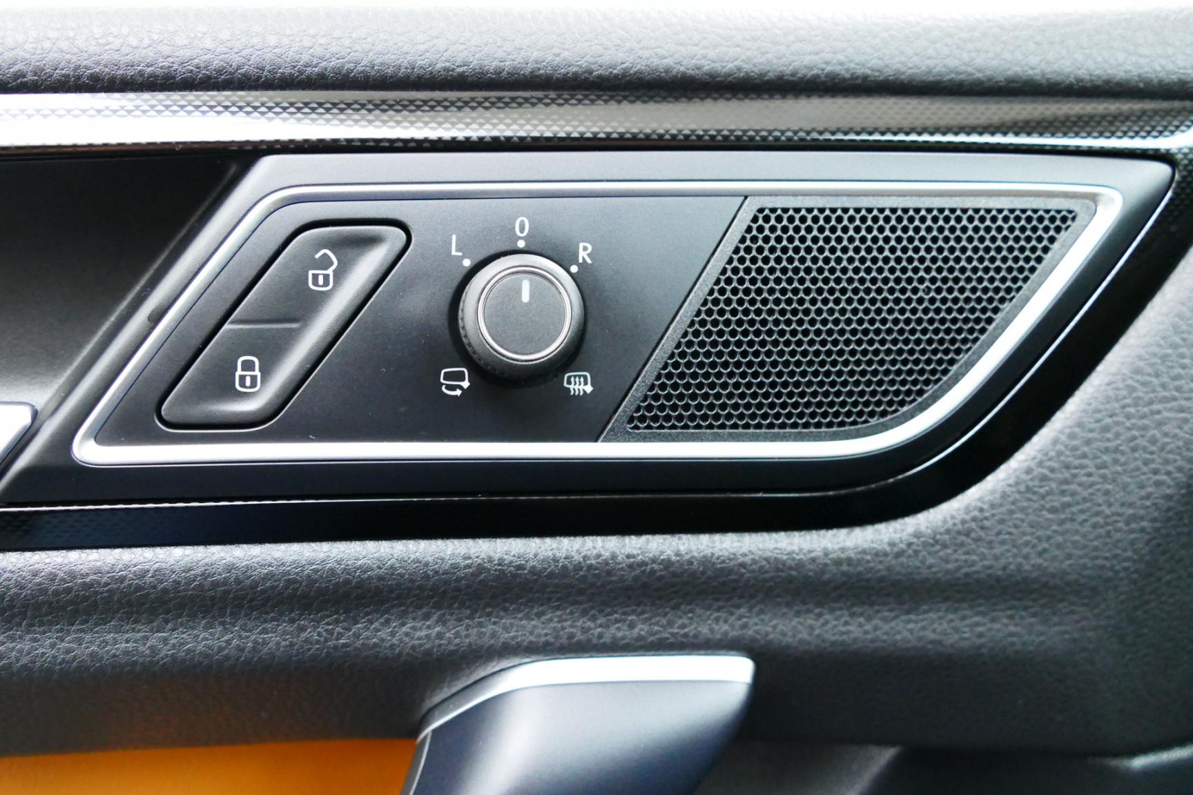 Volkswagen-Golf Sportsvan-27