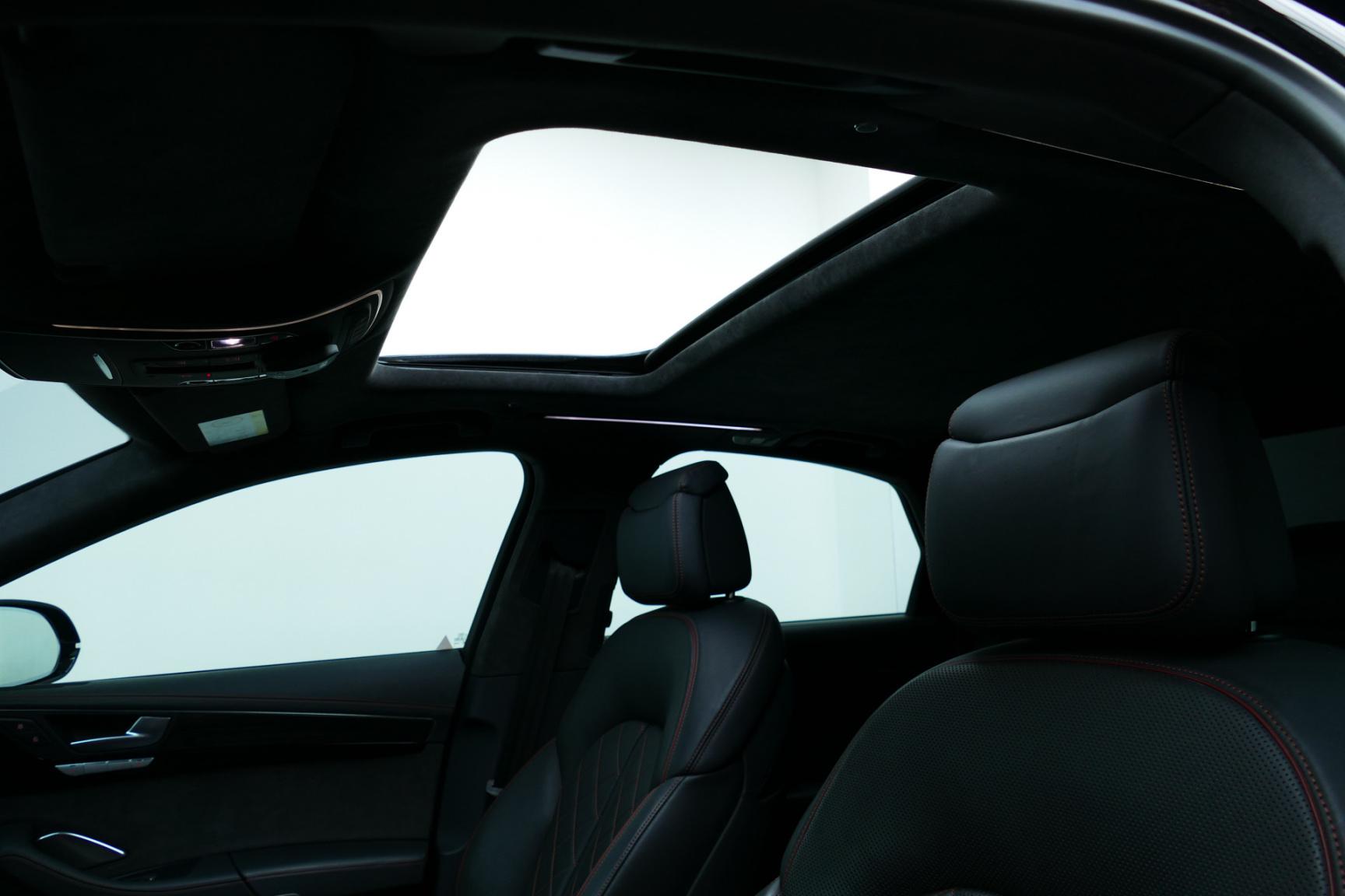 Audi-S8-14