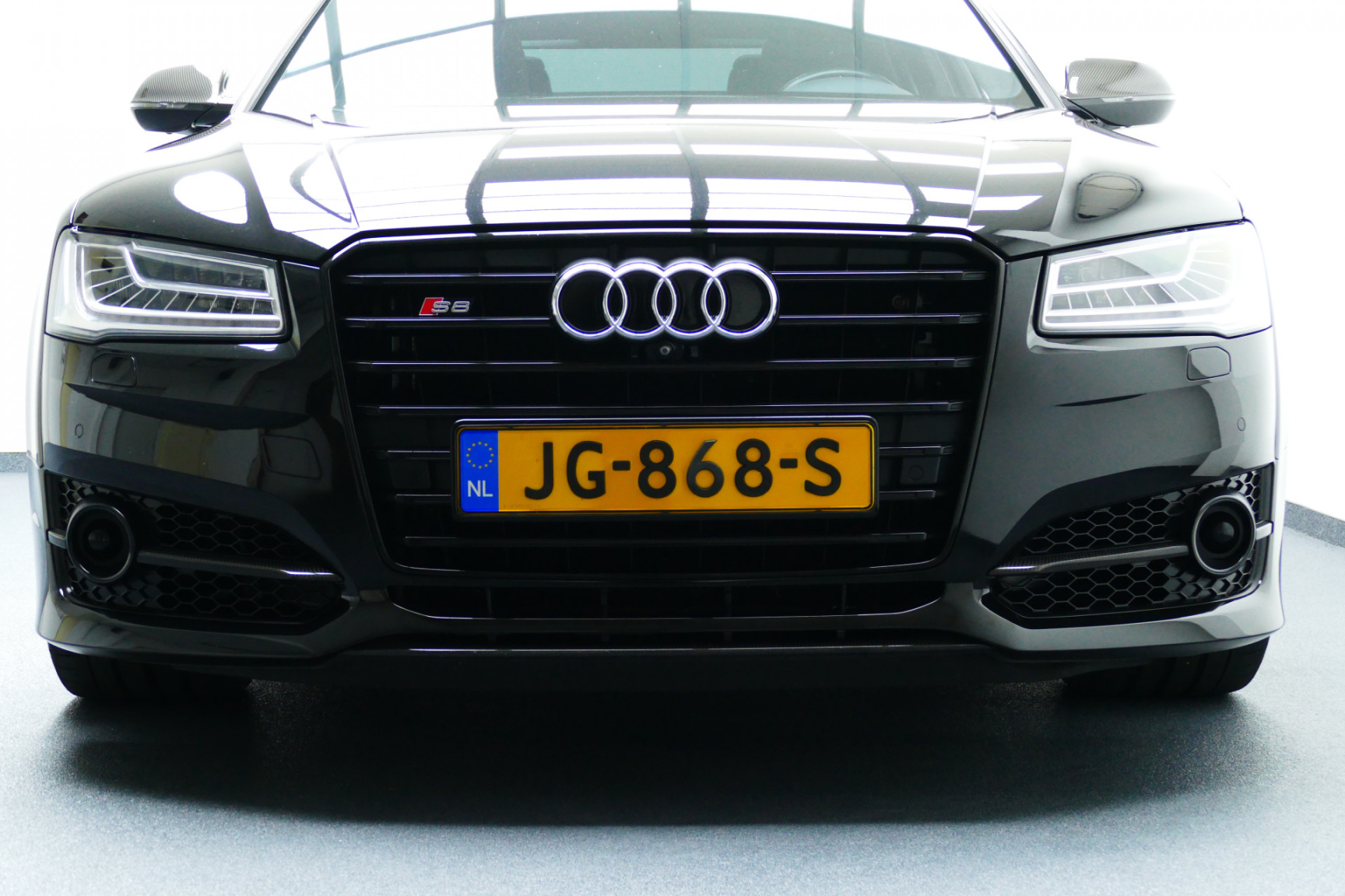 Audi-S8-28