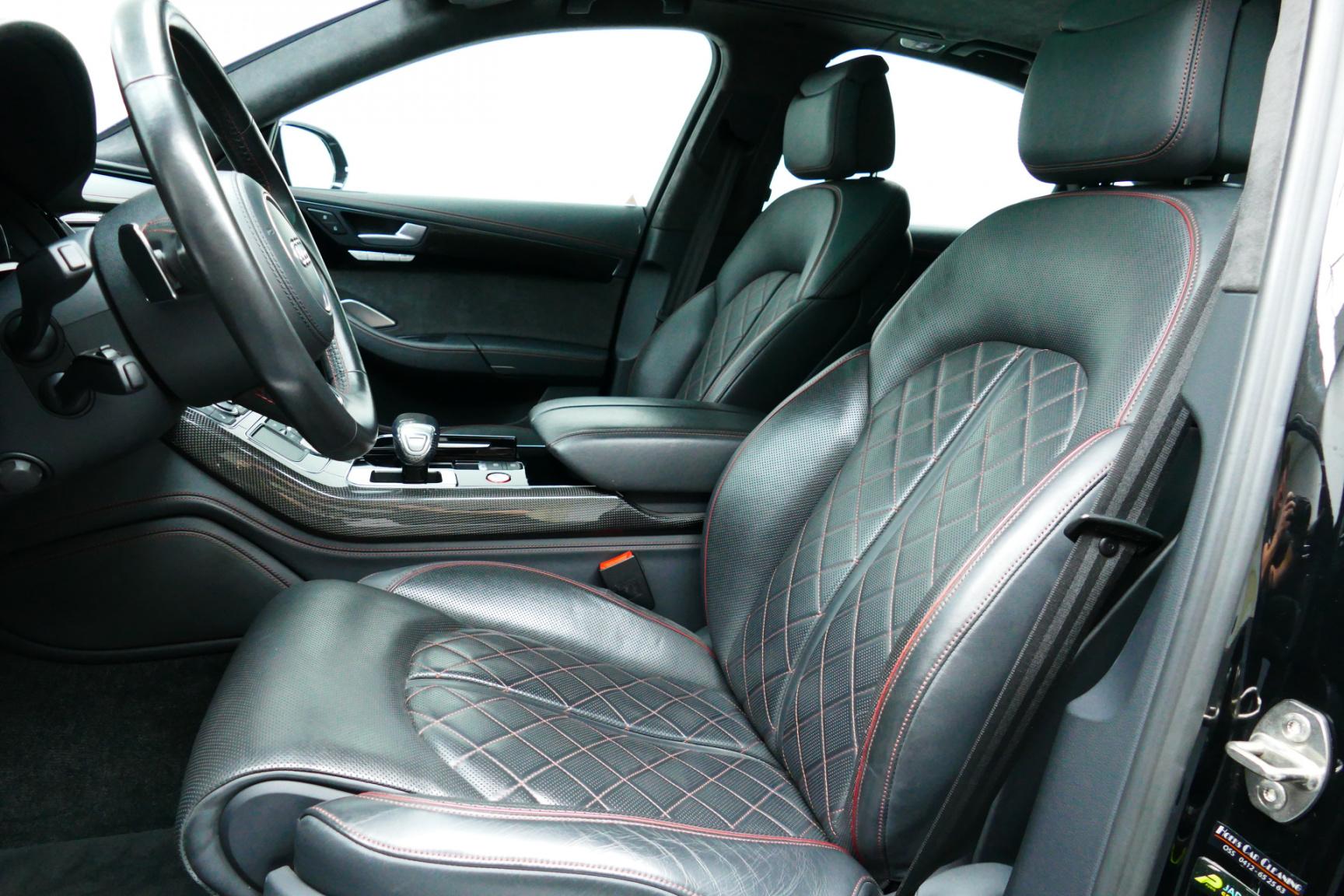 Audi-S8-15