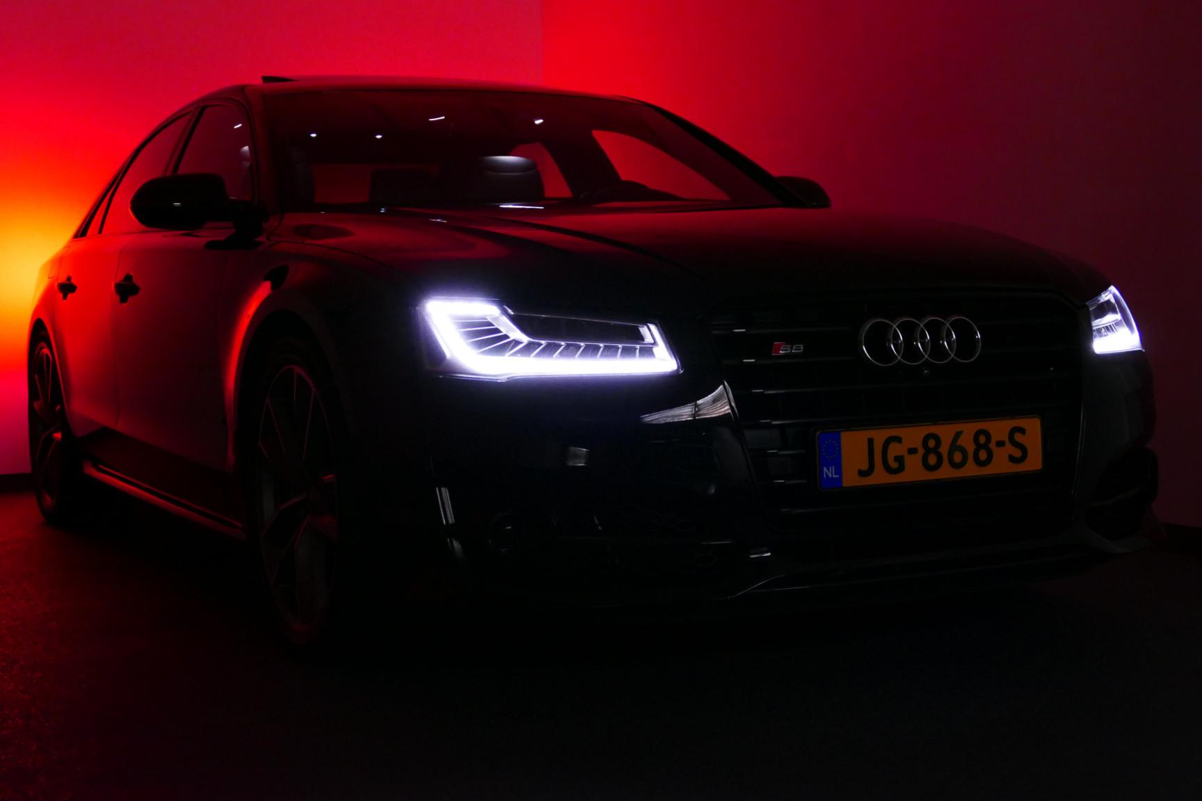 Audi-S8-1